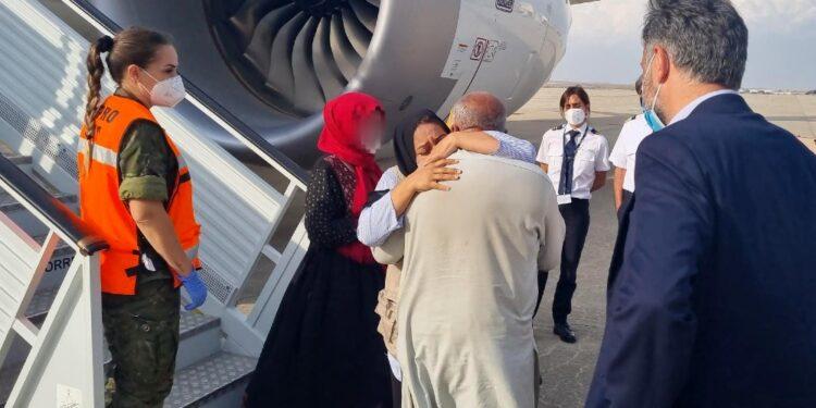 Interprete riabbraccia i familiari arrivati oggi da Kabul