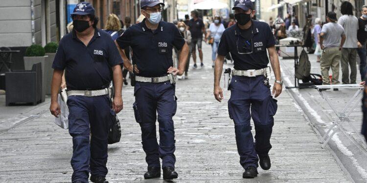 A Genova. Salvato dalla polizia locale