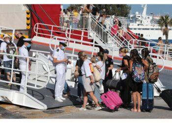 Restrizioni per località turistiche dopo aumento contagi