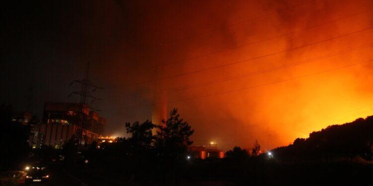 Molti i feriti nel tentativo di spegnere le fiamme in Cabilia