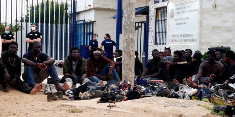 Bloccati mentre scalavano la barriera con il Marocco