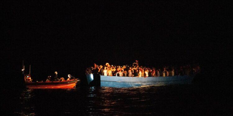 Naufraghi erano su barca di legno sovraffollata al largo Libia