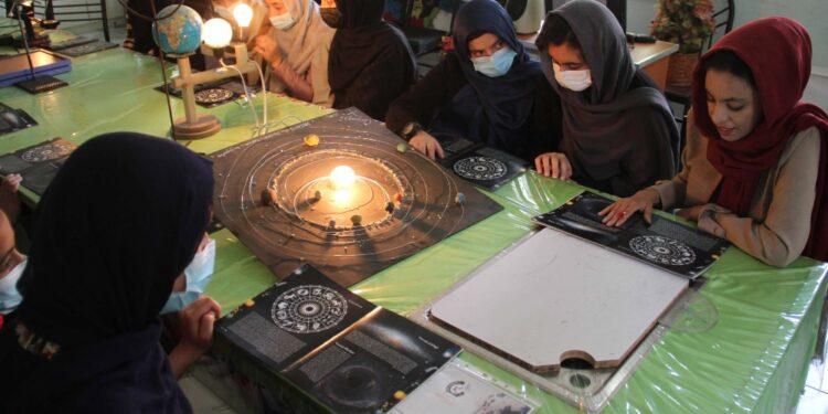 Ministro istruzione: continueranno a studiare come indica sharia