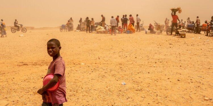 Quattro bambini e due donne dal Niger