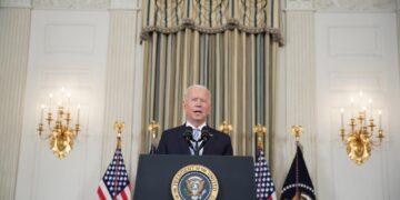 Presidente accusa i no vax per nuova impennata di morti e casi