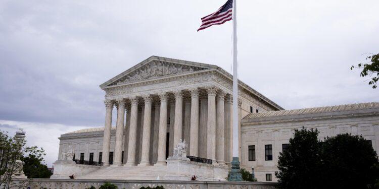 Dopo la decisione di non bloccare la legge sull'aborto