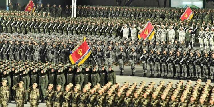 Il leader Kim Jong-un presenzia all'evento tenuto nella notte