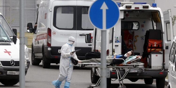 Dall'inizio della pandemia le infezioni salgono a 7.121.516
