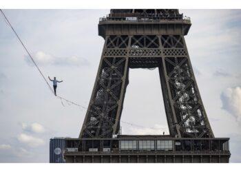 Nathan Paulin ha percorso fune in equilibrio a 70 metri altezza