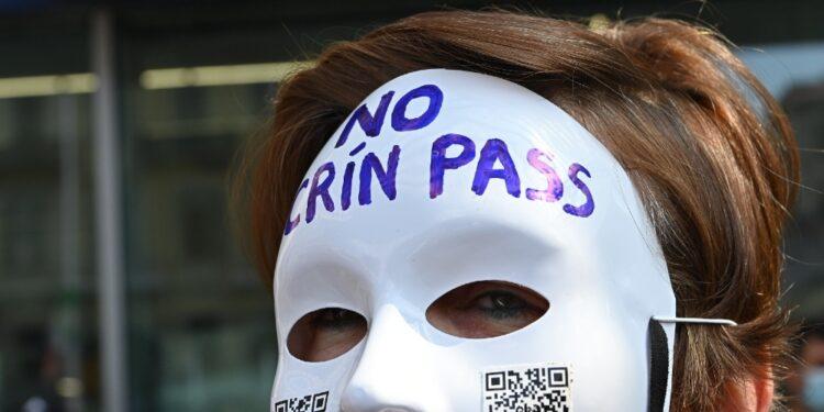 Su 'Basta dittatura!' appello a protestare contro 'manipolatori'