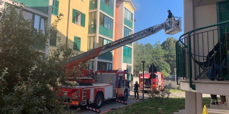 Evacuati quattro piani