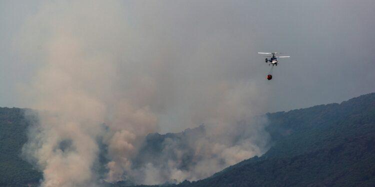 Continua ad ardere una zona della Sierra Bermeja