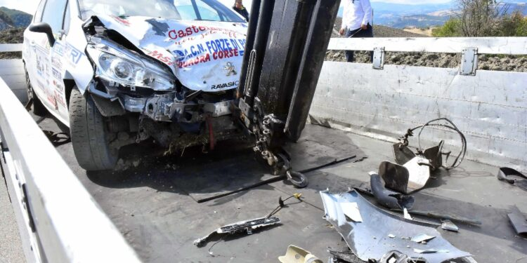 Una vettura in gara uscì di strada e uccise due spettatori