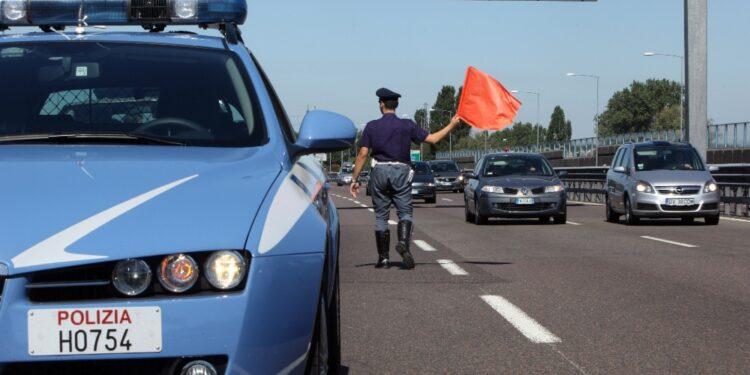 A Parma stava segnalando un cantiere su una corsa d'emergenza