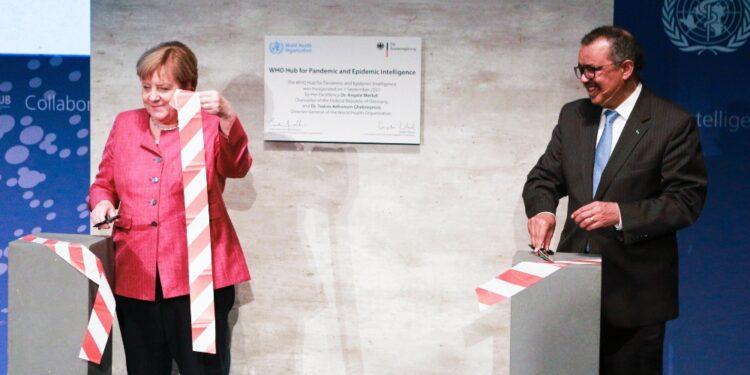 La cancelliera e il direttore dell'Oms inaugurano il nuovo hub