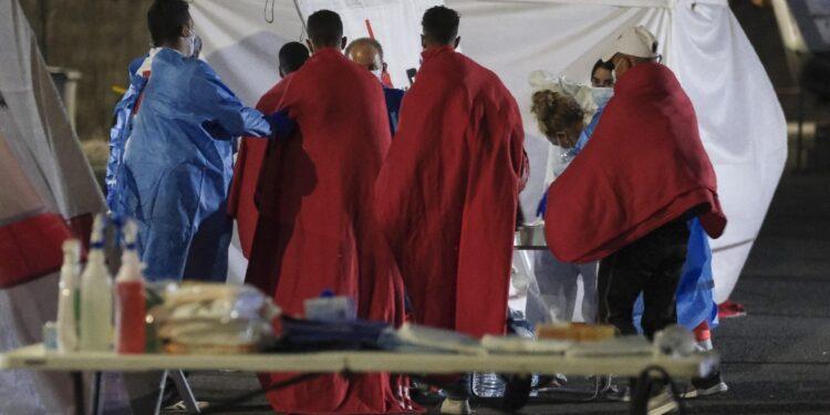 Muore una donna che viaggiava su ultimo barcone soccorso