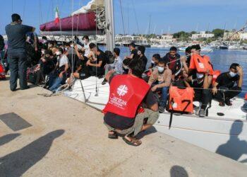 (v. 'Migranti: barca con 70 persone arenata...' delle 09:33)