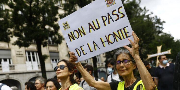 Lacrimogeni e scontri su Grands Boulevards e sulla rive Gauche