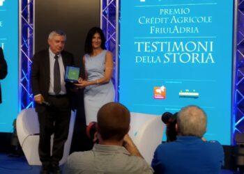La consegna inaugura il festival di giornalismo 'Link' a Trieste