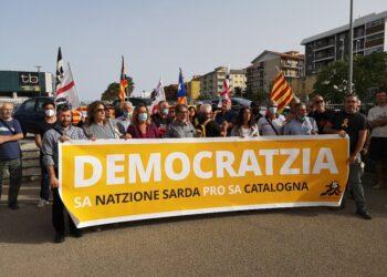 Manifestazione improvvisata dopo arresto ex presidente