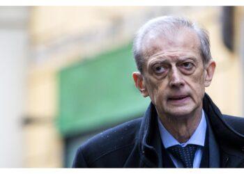 Ex sindaco Torino a processo il 27 gennaio con altri 5 imputati
