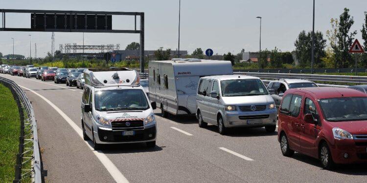 Incidente in Friuli in una zona di code per precedente sinistro