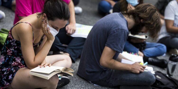 A Roma protesta genitori Dante Alighieri per riduzione sezioni