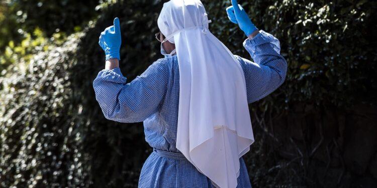 E' in un monastero con altre cinque monache tutte non vaccinate
