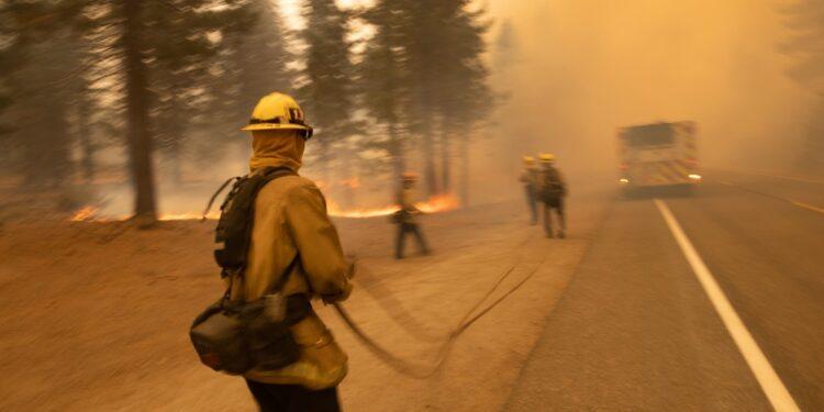 Incendio minaccia 34 mila strutture