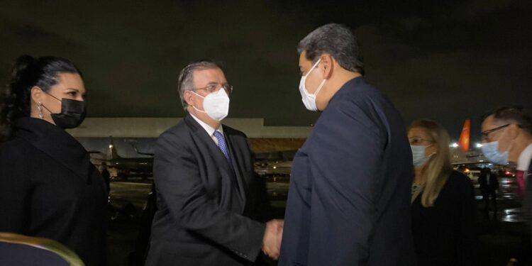 Accolto in aeroporto dal ministro degli Esteri Ebrard