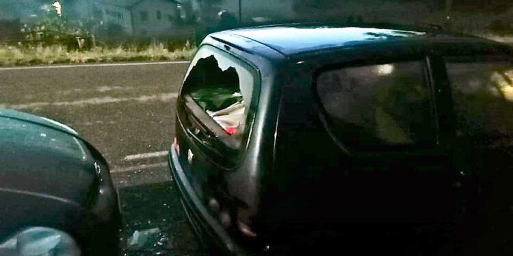 Auto danneggiate, foto da fb Sei di Alzate Se