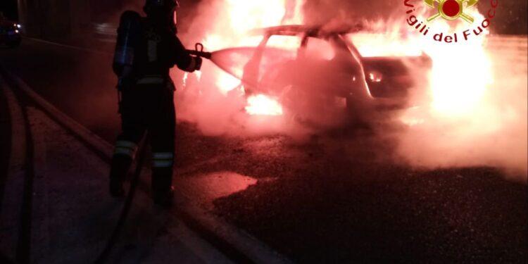 Incendio auto Fino Mornasco