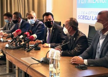 salvini e fermi in conferenza stampa a milano con altri rappresentanti della lega