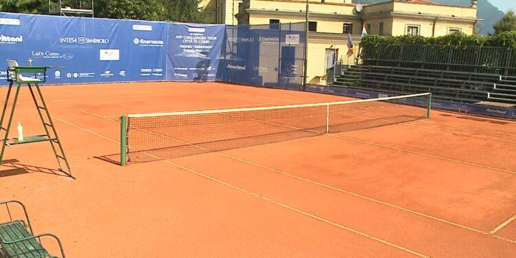 tennis como campo in terra rossa