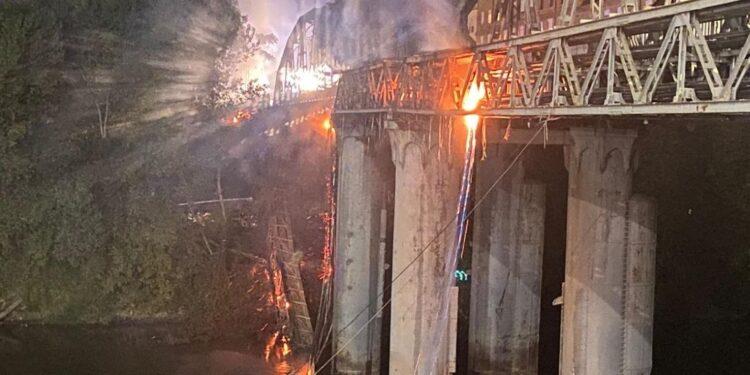 La sindaca ha commentato l'incendio del Ponte di ferro