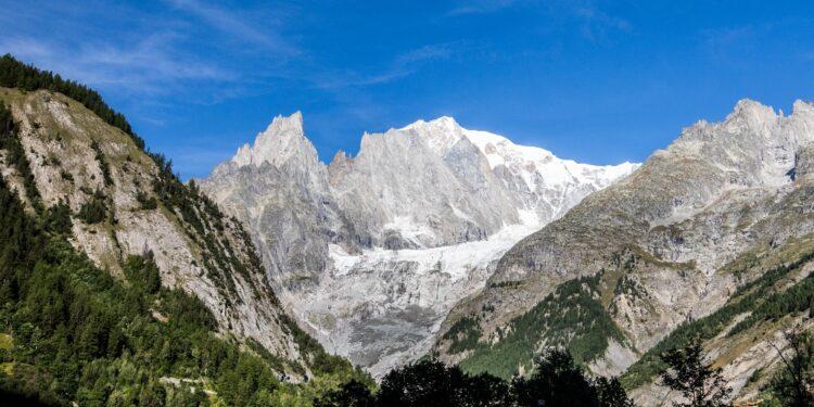 Soccorso alpino deve decidere come procedere al recupero