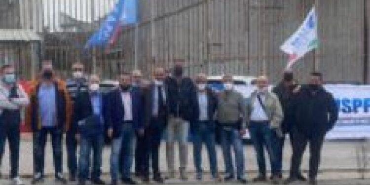 Manifestazione davanti all'istituto di Osapp