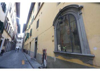 E' tabernacolo superstite alluvione Firenze. Sfruttato Art bonus