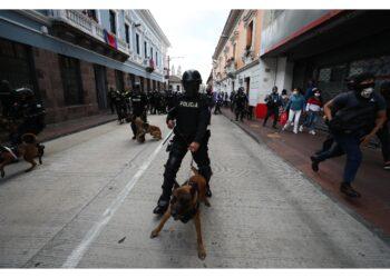 Il presidente Lasso invia polizia ed esercito nelle strade