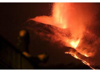 Si aprono nuovi punti di emissione del magma