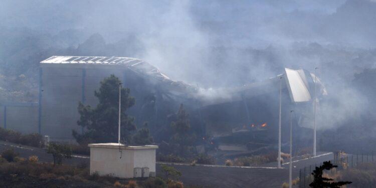 Una colata di lava mette in pericolo le loro case