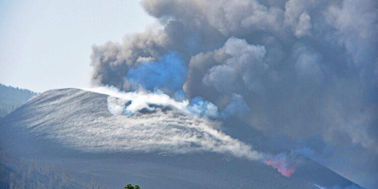 Nuovi avvisi alla popolazione di La Palma di restare a casa
