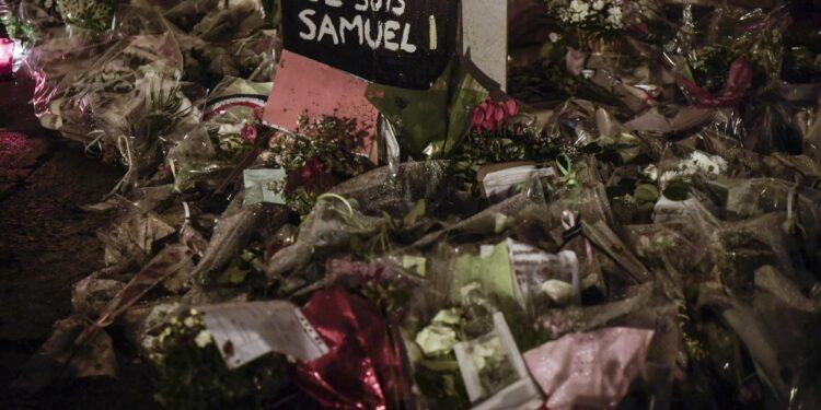 Prof barbaramente ucciso un anno fa nell'hinterland di Parigi