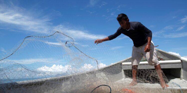 Due uomini salpati il 3/9 da isole Salomone salvati da pescatore