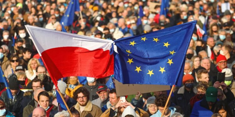 Manifestazioni a Varsavia e in oltre 30 città del Paese