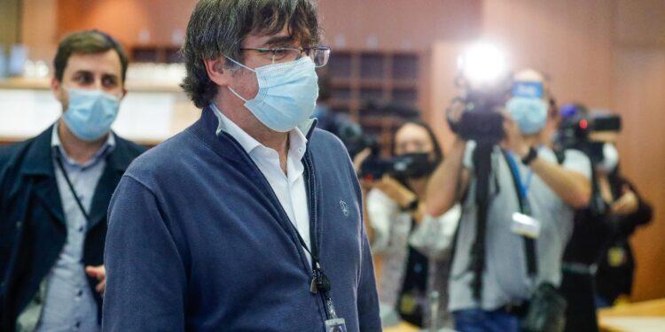 Il leader catalano è atterrato ad Alghero da Charleroi