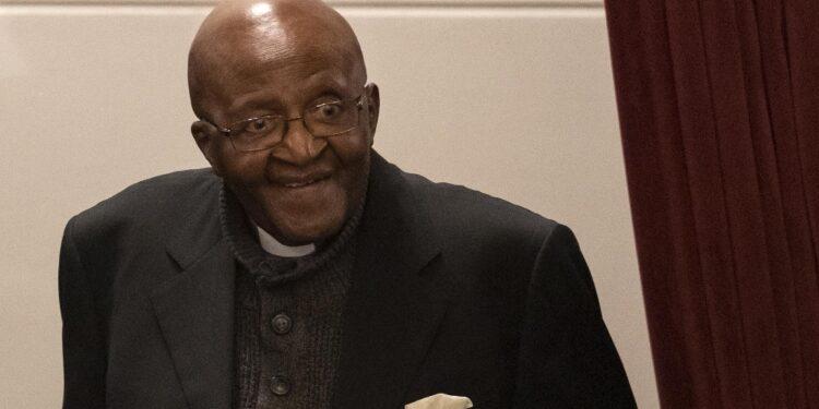 Premio Nobel per la pace e primo arcivescovo nero del Paese