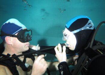 due sub in acqua