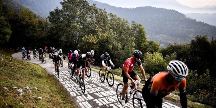 gruppo ciclisti sul tracciato