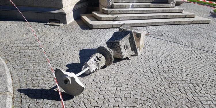 danneggiamento del Tempio Voltiano a Como